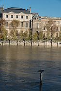 France. Paris. 1st district . The Seine river. Flooding / La Seine en crue. Le Qauy Conti sous l'eau