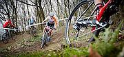 NIEUWKUIJK - Marianne Vos  in actie tijdens de mountainbikewedstrijd Paasbike. De Brabantse wielrenster van Rabo-Liv kwam bij haar rentree op de mountainbike als eerste over de finish, door Nederlands kampioene Anne Terpstra (L) in de sprint te verslaan<br /> Ze wil zich ook op de mountainbike proberen te kwalificeren voor de Olympische Spelen van Rio in 2016. <br /> foto: Wim Hollemans
