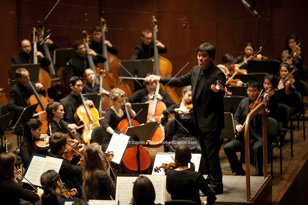 Alan Gilbert, Music Director of the New York Philharmonic, conducts the Juilliard Orchestra in works by Ravel, Christopher Rouse, and Stravinsky on Friday, March 2, 2012 in Avery Fisher Hall. The program featured Ravels Le Tombeau de Couperin; Christopher Rouses Violin Concerto with Fabiola Kim; and Stravinskys Le Sacre du printemps (The Rite of Spring)....Photo by Robert Caplin.