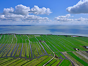 Nederland, Noord-Holland, Gemeente Edam-Volendam, 07-05-2021; Polder Zeevang ter hoogte van Warder. Strokenverkaveling.  Klemweg en Molenweg. Zicht op het IJsselmeer.<br /> <br /> luchtfoto (toeslag op standaard tarieven);<br /> aerial photo (additional fee required)<br /> copyright © 2021 foto/photo Siebe Swart.