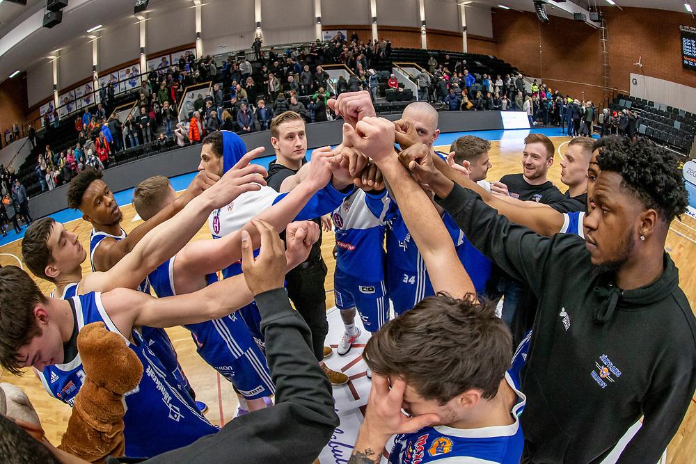 ÖSTERSUND 20200107<br /> Jämtlandsspelarna tackar efter tisdagens match i basketligan mellan Jämtland Basket och Djurgården i Östersunds Sporthall.<br /> <br /> Foto: Per Danielsson/Projekt.P