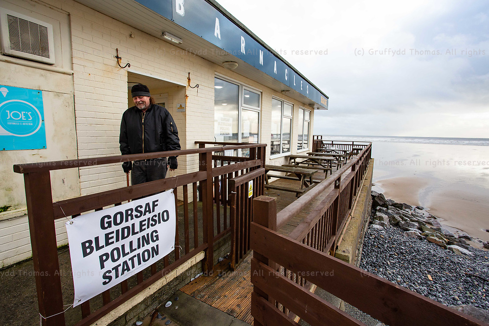 Pendine, UK. 12 December, 2019.<br /> A voter leaves the polling station at Barnacles Beach Cafe in Pendine, Carmarthenshire. <br /> Credit: Gruffydd Ll. Thomas/Alamy Live News