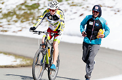 05.05.2016, Kitzbuehler Horn, Kitzbuehel, AUT, OeSV, Skisprung, Lehrgang Mountainbike Tour, im Bild Markus Schiffner (AUT), Physiotherapeut Klaus Ullmann (AUT) // Markus Schiffner of Austria, Physiotherapist Klaus Ullmann of Austria during a mountain bike ride of the Austrian ski jumping Team at the Kistbuehler Horn, Kitzbuehel, Austria on 2016/05/05. EXPA Pictures © 2016, PhotoCredit: EXPA/ JFK
