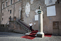 ROME, ITALY - 20 JULY 2014: A municipal police officer is here at the entrance to the Campidoglio (the municipal government) shortly after Mayor of Rome Ignazio Marino received Mayor of New York Bill De Blasio and his family,  in Rome, Italy, on July 20th 2014.<br /> <br /> New York City Mayor Bill de Blasio arrived in Italy with his family Sunday morning for an 8-day summer vacation that includes meetings with government officials and sightseeing in his ancestral homeland.