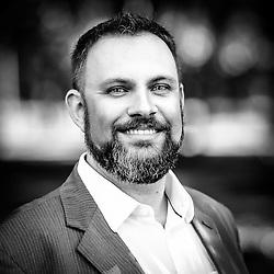 Retrato de Jeferson Padilha, sócio da BIZ CHANGE, junto com Gustavo Souza e Claudio Dreyssig, no Parque Farroupilha, em Porto Alegre. A empresa é uma consultoria de gestão empresarial que atua na transformação das organizações, e apoia seus clientes a criar diferenciais competitivos e obter resultados de excelência no seu negócio. A BIZ CHANGE acredita no valor que as organizações geram para a sociedade e que esta necessita de mudanças positivas. Por isso, dedica sua energia atuando como facilitadores de mudanças nas Organizações. (FOTO: Gustavo Roth / Agência Preview)