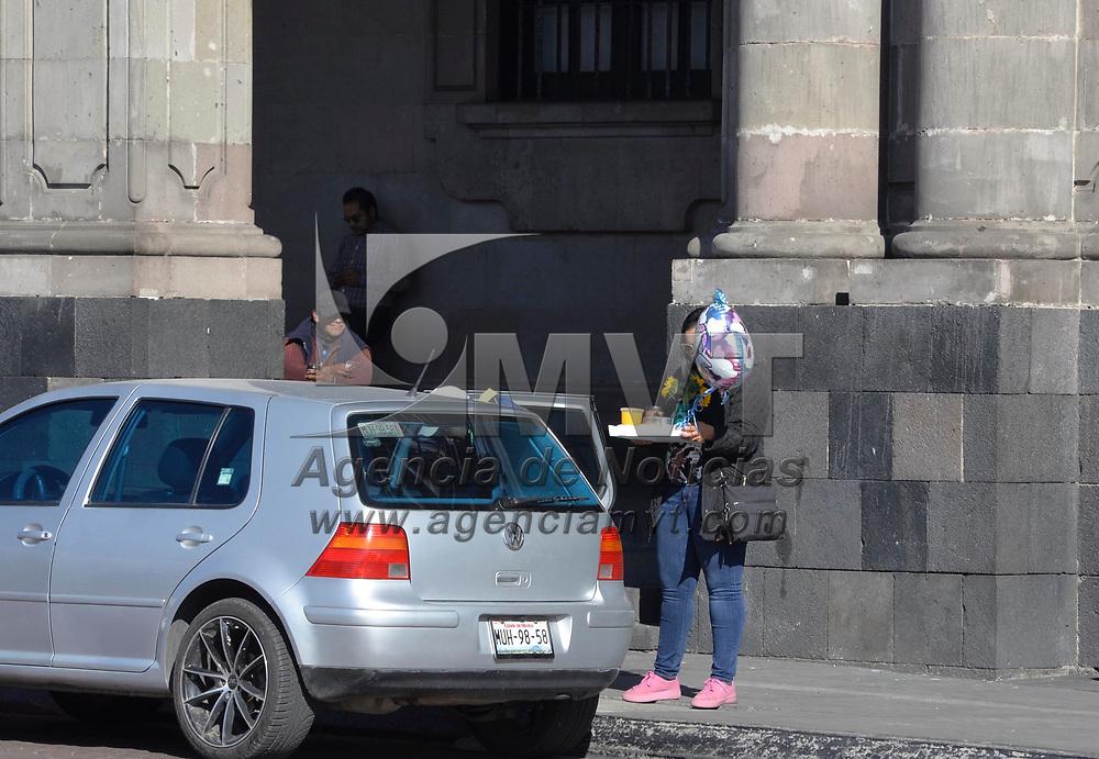 Toluca, México (Febrero 14, 2018).- Parejas de enamorados disfrutaron el Día del Amor y la Amistad sin tantos regalos.  Agencia MVT / Crisanta Espinosa.