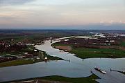 Nederland, Utrecht, Wijk bij Duurstede, 15-11-2010; kruising Amsterdam-Rijnkanaal met zwaaikommen Lek (rechtonder) en Neder-Rijn (naar de horizon). In het kanaal de Prinses Irenesluizen. Veer Wijk bij Duurstede - Rijswijk... Winding places in the river Lek / Amsterdam-Rijn-canal.  Ferry Wijk bij Duurstede - Rijswijk...Luchtfoto (toeslag), aerial photo (additional fee required).foto/photo Siebe Swart