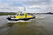 Nederland, Arnhem, 19-8-2007..Een boot van Rijkswaterstaat vaart op de nederrijn bij Arnhem...Foto: Flip Franssen/Hollandse Hoogte