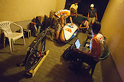 Het technisch team werkt 's nachts verder aan de VeloX2. HPT Delft en Amsterdam is in Senftenberg voor de recordpogingen op de Dekra baan.<br /> <br /> The technical team is working on the VeloX2 late at night. The Human Power Team Delft and Amsterdam has arrived in Senftenberg (Germany) to break the world record on the one hour time trial at the Dekra test track.