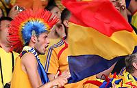 GEPA-0906086067 - ZUERICH,SCHWEIZ,09.JUN.08 - FUSSBALL - UEFA Europameisterschaft, EURO 2008, Rumaenien vs Frankreich, ROM vs FRA. Bild zeigt einen Fan von Rumaenien mit einer Fahne.<br />Foto: GEPA pictures/ Philipp Schalber