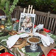 NLD/Blaricum/20191004 - Lancering hondenmerk Kluif van Rosanna Kluivert, Aangeklede tafel in samenwerking met Kruitvat en magazine Wendy