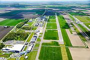 Nederland, Flevoland, Gemeente Lelystad, 07-05-2015; Vliegveld Lelystad, Lelystad Airport, call sign EHLE. Vliegveld voor General Aviation (GA), kleine luchtvaart, onderdeel Schiphol Group. Er zijn uitbreidingsplannen om de groei van het luchtverkeer mogelijk te maken. Ook Nationaal Luchtvaart-Themapark Aviodrome, met KLM vliegtuig.<br /> Lelystad Airport in the polder and province Flevoland.<br /> luchtfoto (toeslag);<br /> aerial photo (additional fee required); <br /> copyright foto/photo Siebe Swart.