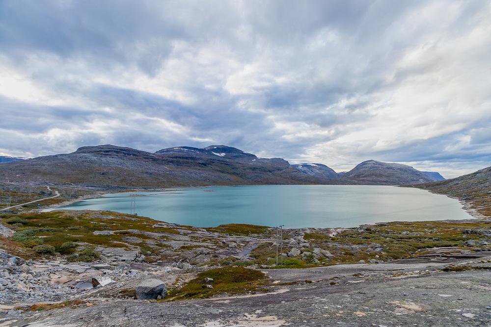 Tjårdavatnet (også skrevet Kjårdavatnet) er en innsjø på grensen mellom Norge og Sverige. Den norske delen ligger i Narvik kommune i Nordland.