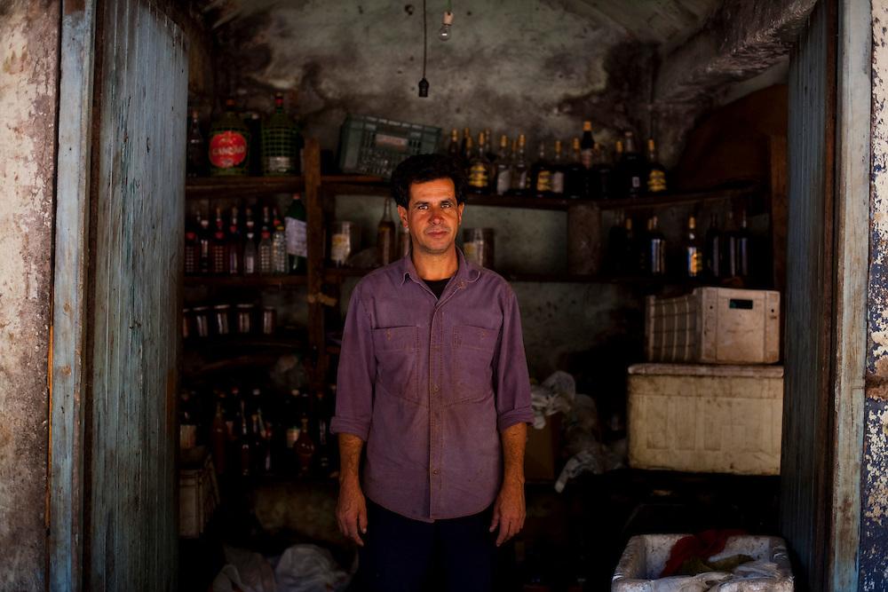 Itabirito _ MG, Brasil..Vendedor de produtos rurais na beira da BR 040 em Itabirito, Minas Gerais...Seller of rural products at  BR 040 in Itabirito, Minas Gerais...Foto: LEO DRUMOND / NITRO