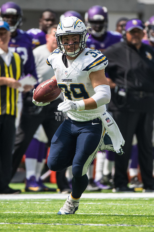 Aug 28, 2016; Minneapolis, MN, USA;  San Diego Chargers running back Danny Woodhead (39) carries the ball during the second quarter in a preseason game against the Minnesota Vikings at U.S. Bank Stadium. Mandatory Credit: Brace Hemmelgarn-USA TODAY Sports