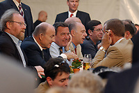 02 JUL 2003, BERLIN/GERMANY:<br /> Wolfgang Thierse, SPD, Bundestagspraesident, Klaus Zwickel, IG Metall Voristzender, Gerhard Schroeder, SPD, Bundeskanzler, Walter Riester, MdB, SPD, Bundesminister a.D., Norbert Hansen, Vorsitzender Gewerkschaft transnet, ( v.L..R.), vorwaerts Sommerfest, Kulturbrauerei<br /> IMAGE: 20030702-04-025<br /> KEYWORDS: vorwärts, Gerhard Schroeder,