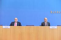 """29 OCT 2020, BERLIN/GERMANY:<br /> Peter Altmaier (L), CDU, Bundeswirtschaftsminister, und Olaf Scholz (R), SPD, Bundesfinanzminister, wahrend einer Pressekonferenz zum Thema """"Neue Corona-Hilfen: Stark durch die Krise"""", Bundespressekonferenz<br /> IMAGE: 20201029-01-011<br /> KEYWORDS: Corvid-19, Unterstuetzung, Hilfe,"""