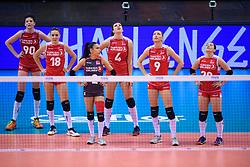 12.06.2018, Porsche Arena, Stuttgart<br /> Volleyball, Volleyball Nations League, Türkei / Tuerkei vs. Niederlande<br /> <br /> Ebrar Karakurt (#90 TUR), Gamze Alikaya (#18 TUR), Simge Sebnem Akoz (#2 TUR), Beyza Arici (#4 TUR), Meliha Ismailoglu (#9 TUR), Aylin Sarioglu (#20 TUR)<br /> <br /> Foto: Conny Kurth / www.kurth-media.de