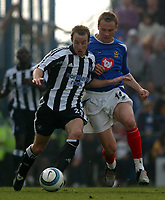 Fotball<br /> Premier League 2004/05<br /> Portsmouth v Newcastle<br /> 19. mars 2005<br /> Foto: Digitalsport<br /> NORWAY ONLY<br /> Portsmouth's Matthew Taylor and Newcastle's Lee Bowyer battle for the ball.
