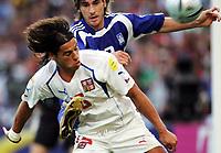 Fotball, 1. juli 2004, Tsjekkia - Hellas, EM semifinale, Euro 2004, Tschechiens Milan Baros gegen den Griechen Georgios Seitaridis