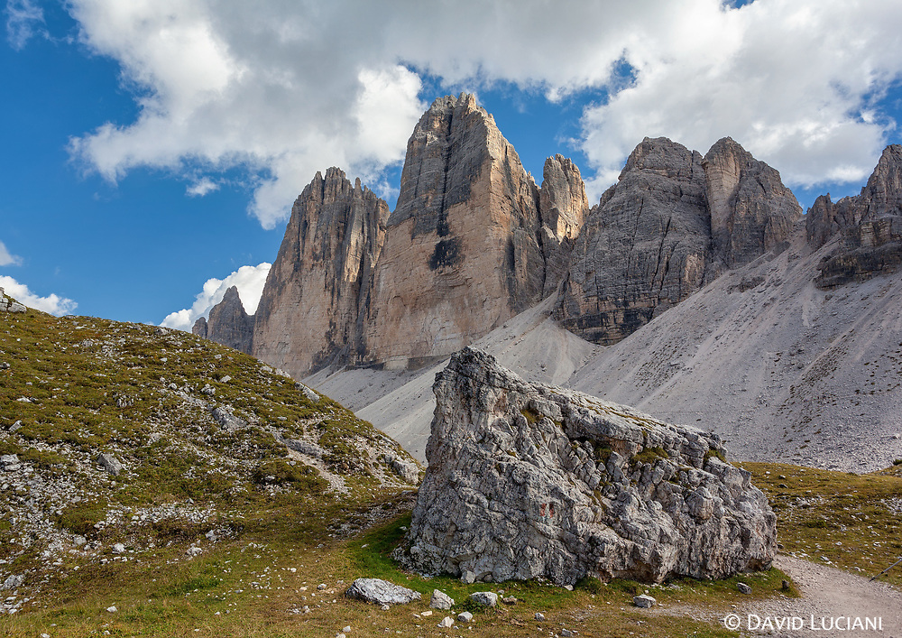 Walking the Tre Cime di Lavaredo loop with view on the Tre Cime.