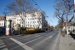"""THEMENBILD - Der leere Opernring in Graz in Folge des Coronavirus-Ausbruchs in Österreich, aufgenommen am 15.03.2020 in Graz, Österreich // Empty streets at the """"Opernring"""" as a result of the coronavirus outbreak in Austria, on 2020/03/15 in Graz, Austria. EXPA Pictures © 2020, PhotoCredit: EXPA/ Erwin Scheriau"""