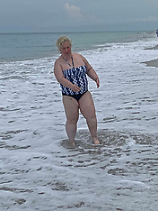 Mama June jogs on a beach in a swimsuit - 4 June 2020