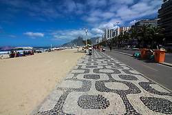 September 2, 2017 - Rio De Janeiro, Brazil - Rio de Janeiro, Brazil, September 2, 2017: Beginning of September has a sunny and hot day in Rio. With only 20 days left .until the beginning of spring in Brazil, temperatures begin to get warmer. In this image: Ipanema beach on rough sea day. Brazilian Navy warns of the risk of waves up to 3 meters high on the coast of Rio de Janeiro. (Credit Image: © Luiz Souza/NurPhoto via ZUMA Press)