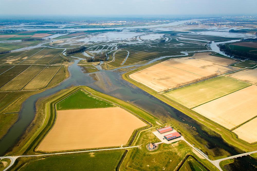 Nederland, Noord-Brabant, Werkendam, 01-04-2016; <br /> Ruimte voor de Rivier project Ontpoldering Noordwaard, foto richting Nieuwe Merwede. <br /> De polder is ontpolderd en wordt gebruikt als overloopgebied, er zijn brugge aangelegd en de nieuwe boerderij is op een terp gebouwd. Door de ingrepen kan rivier de Nieuwe Merwede bij hoogwater sneller naar zee stromen. Gevolg is dat de waterstand verder stroomopwaarts zal dalen. Ook de getijden keren terug in het gebied.<br /> National Project Ruimte voor de Rivier (Room for the River) By lowering and moving the dike of the Noordwaard polder the area will become subject to controlled inundation and function as a dedicated water detention district. Houses and farmhouses will be constructed on new dwelling mounds.<br /> <br /> luchtfoto (toeslag op standard tarieven);<br /> aerial photo (additional fee required);<br /> copyright foto/photo Siebe Swart