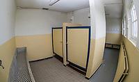 ZANDVOORT - Ouderwetse douches en kleedkamer Hockeyclub Zandvoort. COPYRIGHT KOEN SUYK