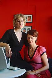 PORTO ALEGRE - RS, 10/10/2005 - Patrícia Pontalti (e) e Patrícia Parenza.<br /> <br /> FOTO: JEFFERSON BERNARDES / PREVIEW.COM