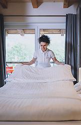 THEMENBILD - eine Putzfrau reinigt ein Hotelzimmer nach dem dreimonatigen Lockdown. Hotels und Beherbergungsbetriebe dürfen ab 29. Mai wieder für Gäste öffnen, aufgenommen am 20. Mai 2020 in Kaprun, Oesterreich // a housekeeper cleans a hotel room after 3 month of the lockdown. Hotels and accommodation providers may reopen for guests on 29 May, Kaprun, Austria on 2020/05/20. EXPA Pictures © 2020, PhotoCredit: EXPA/ JFK