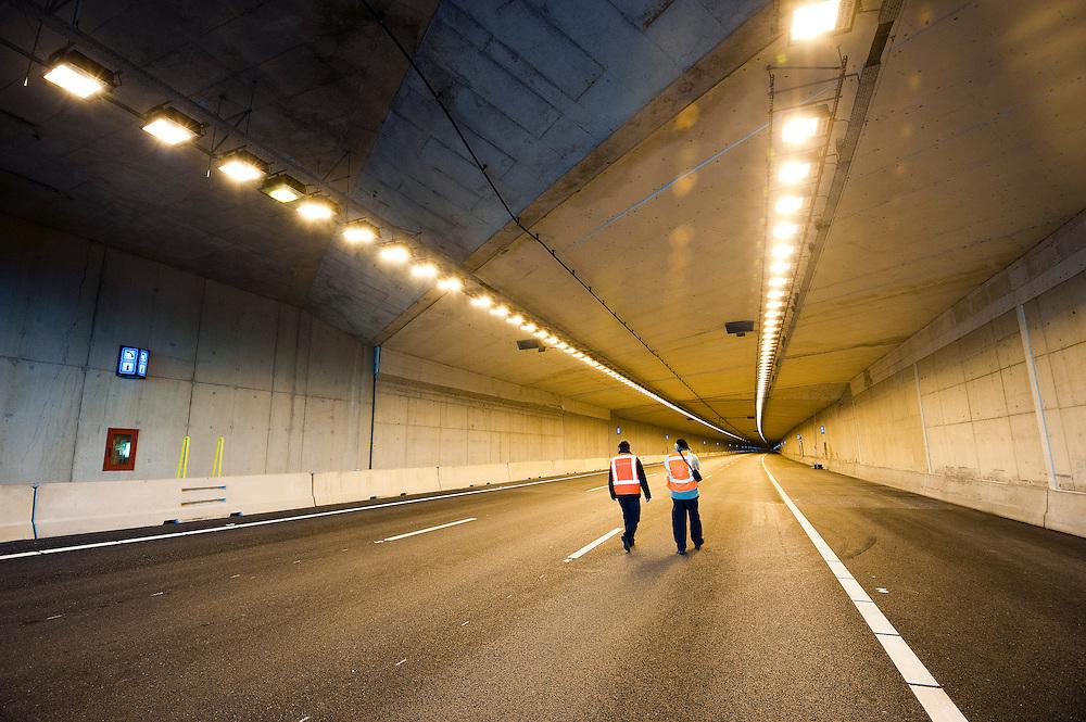 Nederland, Utrecht, 27 jan 2012.Morgenmiddag gaat de eerste van de vier tunnelbuizen van de Leidsche Rijntunnel open voor het verkeer. De tunnelbuizen waren al een tijd klaar, maar het veiligheidssysteem was gecompliceerder dan van te voren werd gedacht, waardoor de openstelling 1,5 jaar later plaatsvind dan werd gedacht. De tunnel is 1,9 km lang. Er zijn heel veel veiligheidsvoorzieningen...Foto (c): Michiel Wijnbergh
