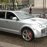 NLD/Amsterdam/20060520 - Huwelijk Edwin van der Sar en Annemarie van Kesteren, Porsche Cayenne Magnum, auto George Boateng
