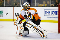 April 5, 2014: Philadelphia Flyers Ray Emery (29) watches the puck come in. The Boston Bruins defeated the Philadelphia Flyers 5-2 in a regular season NHL Eishockey Herren USA game at TD Garden in Boston, Massachusetts. NHL Eishockey Herren USA APR 05 Flyers at Bruins <br />
