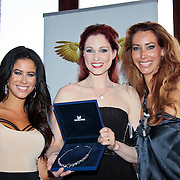 NLD/Amsterdam/20110521 - Amsterdam fashion Gala 2011, Melissa Sneekes met award winnares Publieksprijs Annette Wolf en Carolien Van Twuijver