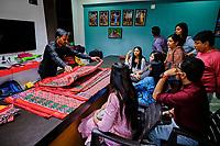 Inde, état du Gujarat, Patan, Patan Patola Heritage, tissage des fameux Patola // India, Gujarat, Patan, Patan Patola heritage, weaving of falous Patola sari
