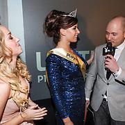 NLD/Amsterdam/20130411 - Bekendmaking Playmate of the Year 2012 NL, winnares Lotte Dancealot met Zimra Geurts en hoofdredacteur