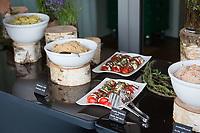 SCHWEIZ - RÜSCHLIKON - Salatbuffet im Gottlieb Duttweiler Institute (GDI) - 21. Juni 2017 © Raphael Hünerfauth - http://huenerfauth.ch