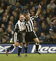 Fotball<br /> England 2004/2005<br /> Foto: SBI/Digitalsport<br /> NORWAY ONLY<br /> <br /> Manchester City v Newcastle United<br /> FA Barclays Premiership.<br /> 02/02/2005.<br /> Newcastle's Alan Shearer celebrates his goal with Stephen Carr