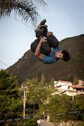 Belo Horizonte_MG, Brasil.<br /> <br /> Praticantes de slackline, conhecida popularmente como Corda Bamba em Belo Horizonte, Minas Gerais.<br /> <br /> Practitioners of slackline in Belo Horizonte, Minas Gerais.<br /> <br /> Foto: BRUNO MAGALHAES / NITRO
