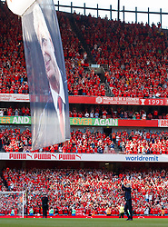 Arsenal manager Arsene Wenger applauds the fans after the final whistle