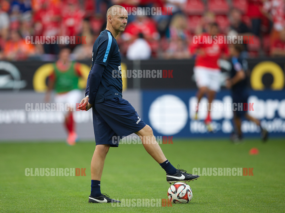 FOOTBALL: Assistant Coach Flemming Pedersen (1. FSV Mainz 05) before the Bundesliga match between 1. FSV Mainz 05 and Borussia Dortmund at Coface Arena on September 20, 2014 in Mainz, Germany. Photo: Claus Birch.