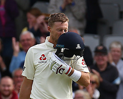 September 10, 2018 - London, Greater London, United Kingdom - England's Joe Root  celebrates his century.during International Specsavers Test Series 5th Test match Day Four  between England and India at Kia Oval  Ground, London, England on 10 Sept 2018. (Credit Image: © Action Foto Sport/NurPhoto/ZUMA Press)