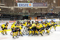 21.03.2017, Eiswelle, Bozen, ITA, EBEL, HCB Suedtirol Alperia vs UPC Vienna Capitals, Playoff, Halbfinale, 4. Spiel, im Bild Vienna Capitals vor dem Spiel // during the Erste Bank Icehockey League, playoff semifinal 4th match between HCB Suedtirol Alperia and UPC Vienna Capitals at the Eiswelle in Bozen, Italy on 2017/03/21. EXPA Pictures © 2017, PhotoCredit: EXPA/ Johann Groder