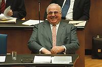 05 FEB 1998, BONN/GERMANY:<br /> Helmut Kohl, CDU, Bundeskanzler, Debatte über die Bekämpfung der Arbeitslosigkeit im Deutschen Bundestag<br /> IMAGE: 19980205-01-01-28