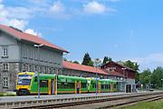 Bahnhof mit Waldbahn Zug, Grenzbahnhof, Bayerisch Eisenstein, Bayerischer Wald, Bayern, Deutschland | border railway station Bayerisch Eisenstein with Waldbahn train, Bavarian Forest, Bavaria, Germany