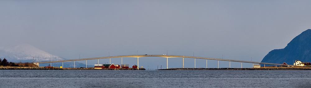 Remøy bridge   Remøybrua i Nørdre Vaulen