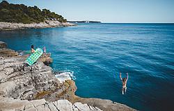 THEMENBILD - Touristen am Klippen Strand an der Adria, aufgenommen am 27. Juni 2018 in Pula, Kroatien // Tourists on the cliff beach on the Adriatic sea, Pula, Croatia on 2018/06/27. EXPA Pictures © 2018, PhotoCredit: EXPA/ JFK