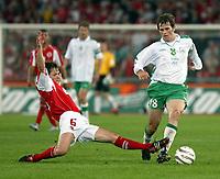 Der Schweizer Johann Vogel gegen Irlands Kevin Kibane.<br /> © Daniela Frutiger/EQ Images<br /> <br /> NORWAY ONLY